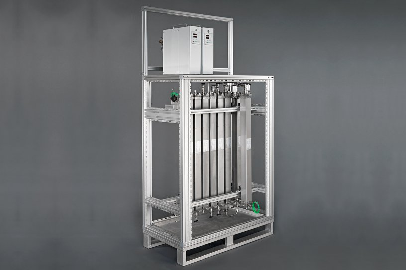 Contiplant PILOT rack with redundant reactors and residence time section